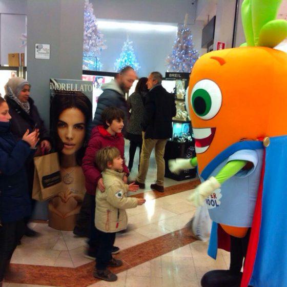 evento-con-Carotina-Super-Bip-al-centro-commerciale-11