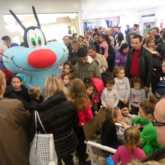evento-con-Oggy-e-scarafaggi-al-centro-commerciale-7