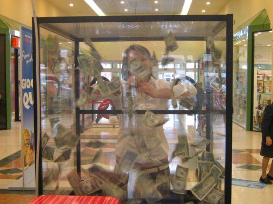 evento-concorso-premi-in-volo-teca-con-soldi-centro-commerciale-1
